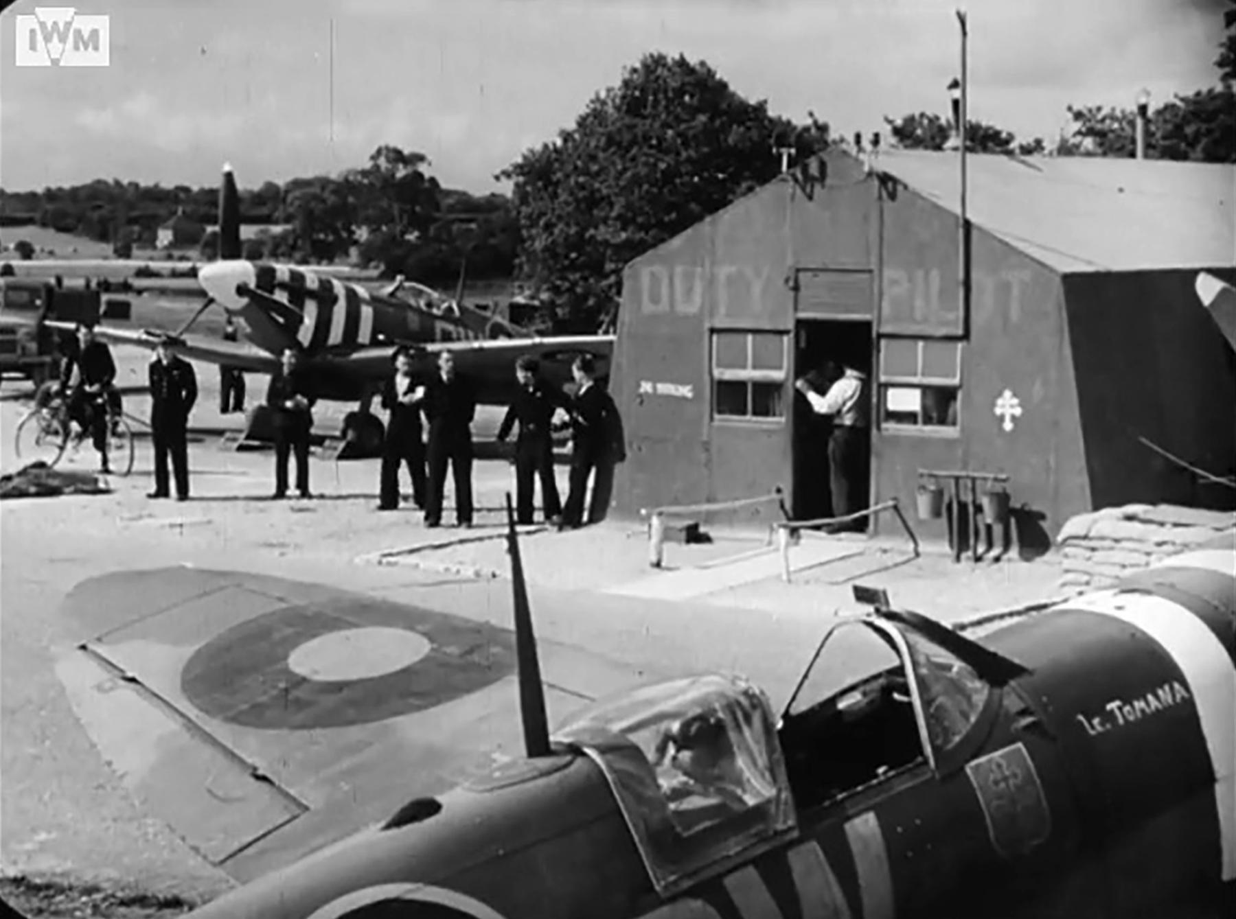 Spitfire MkVb RAF 340Sqn GW during the Dieppe landing Hornchurch 19th Aug 1942 IWM 02
