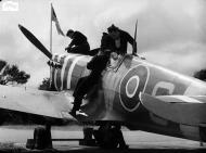 Asisbiz Spitfire MkVb RAF 340Sqn GW during the Dieppe landing Hornchurch 19th Aug 1942 IWM 01