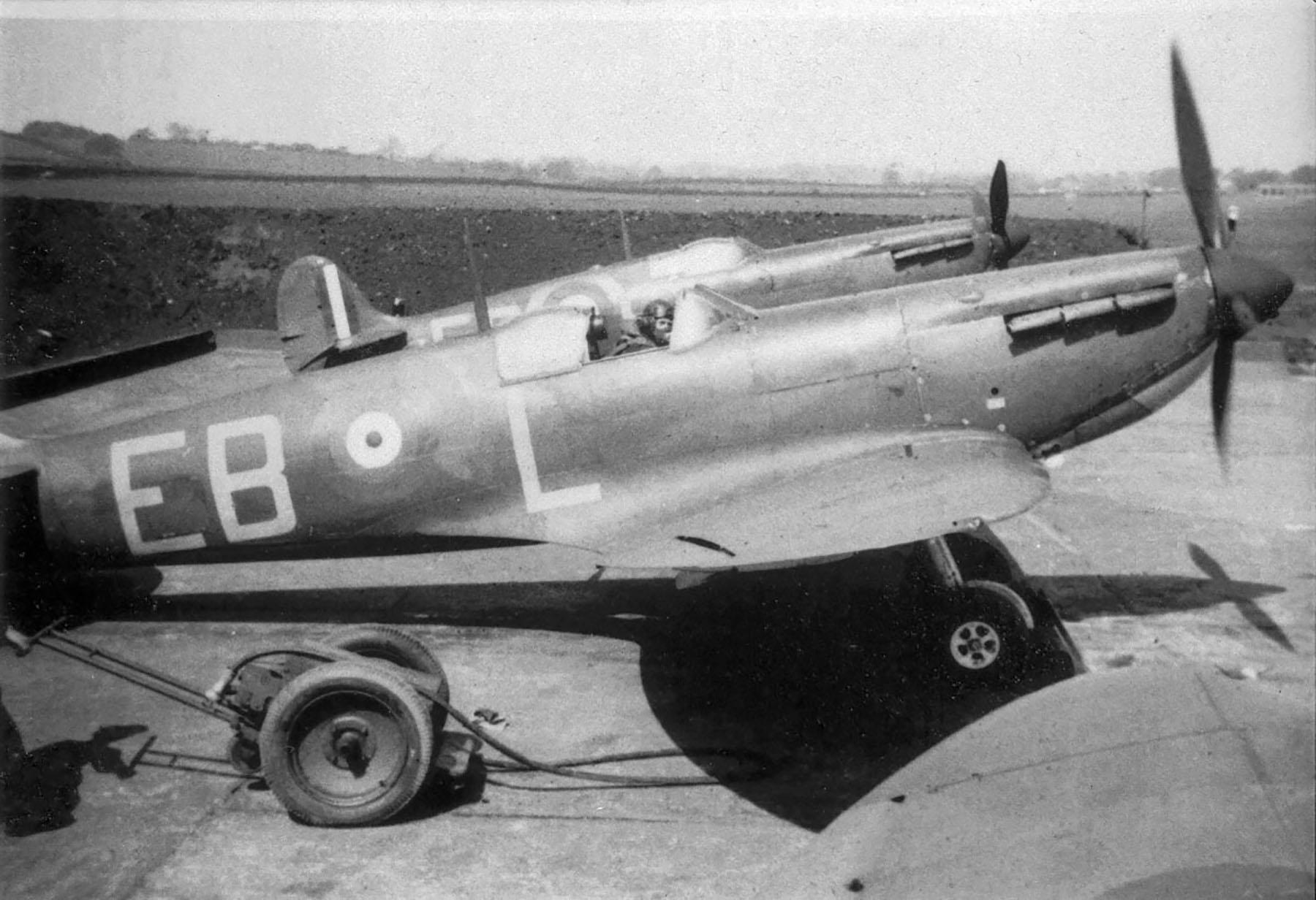 Spitfire MkIa RAF 41Sqn EBL N3126 flown by Ted Shipman Catterick England 1939 01