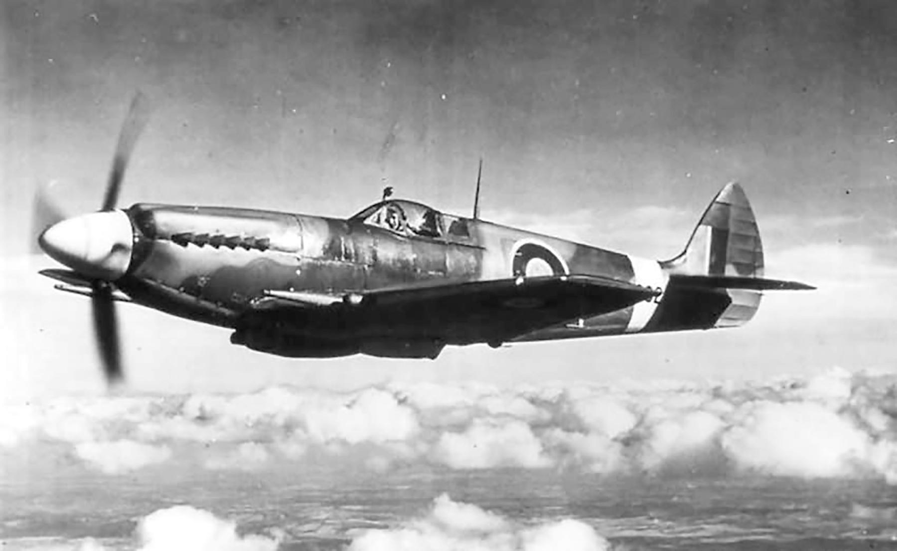 Spitfire XII RAF 41Sqn EBB Don Smith MB882 Tangmere 1943 05