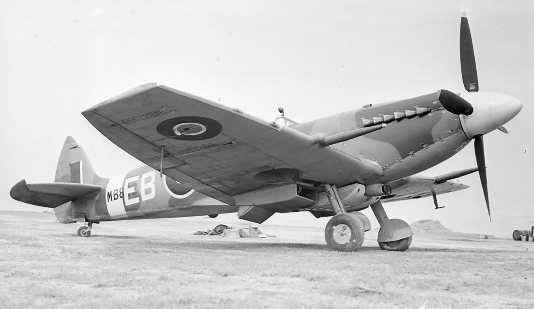 Spitfire XII RAF 41Sqn EBB Don Smith MB882 at Friston Sussex 1943 01