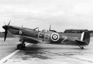 Asisbiz Airworthy Spitfire warbird MkIIa as RAF 41Sqn EBZ P7350 01
