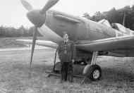 Asisbiz Spitfire MkIa RAF 41Sqn EBQ Eric Lock R6885 England 1940 01