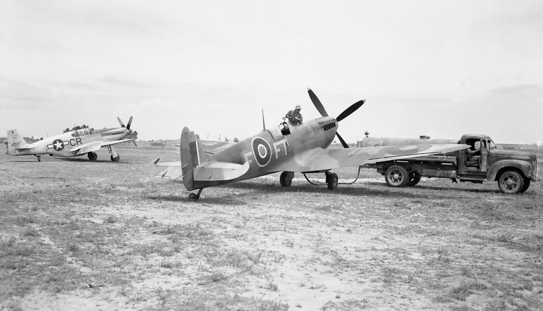Spitfire MkIX RAF 43Sqn FTF MK118 being refueled in Italy web 01