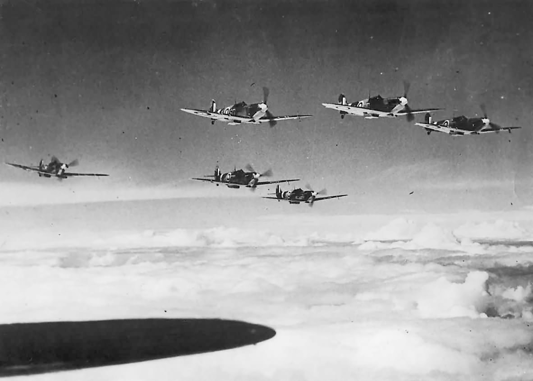 Spitfire MkIa RAF 501Sqn SD formation over England 1941 01