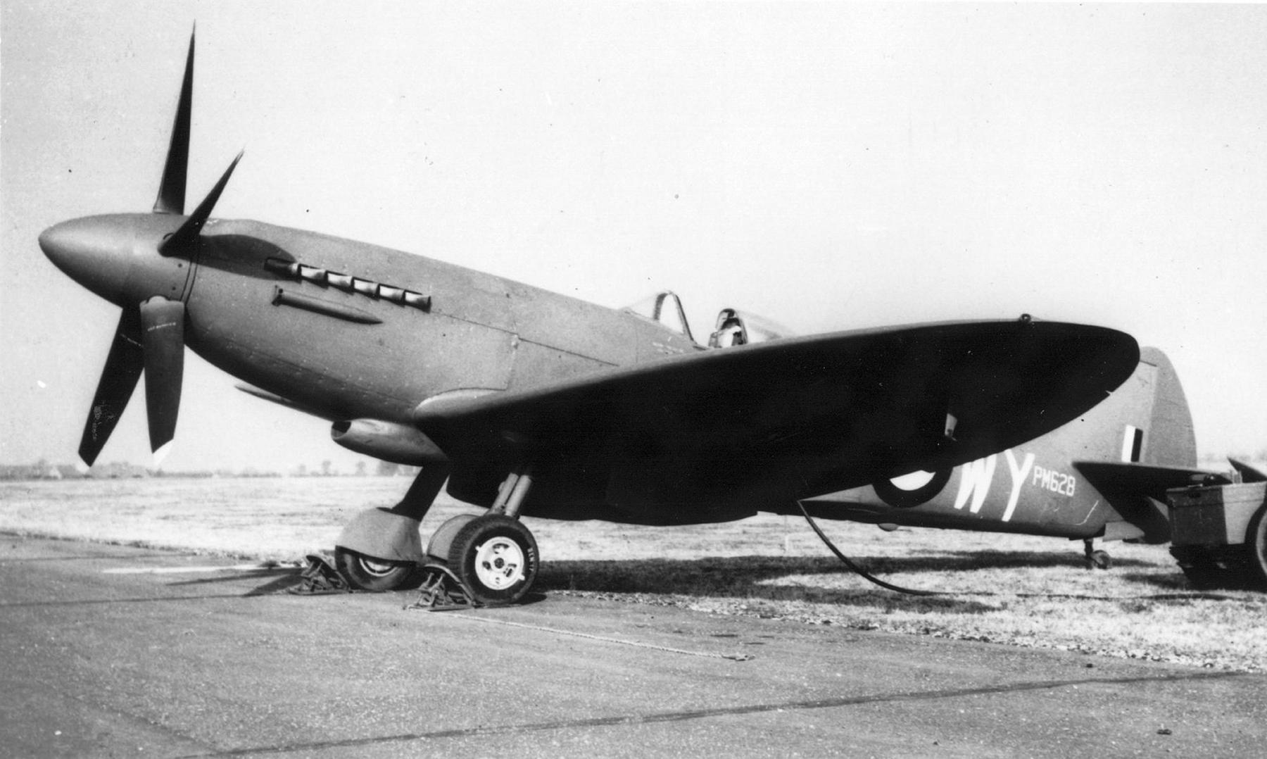 Spitfire PRXIX RAF 541Sqn WY PM628 01