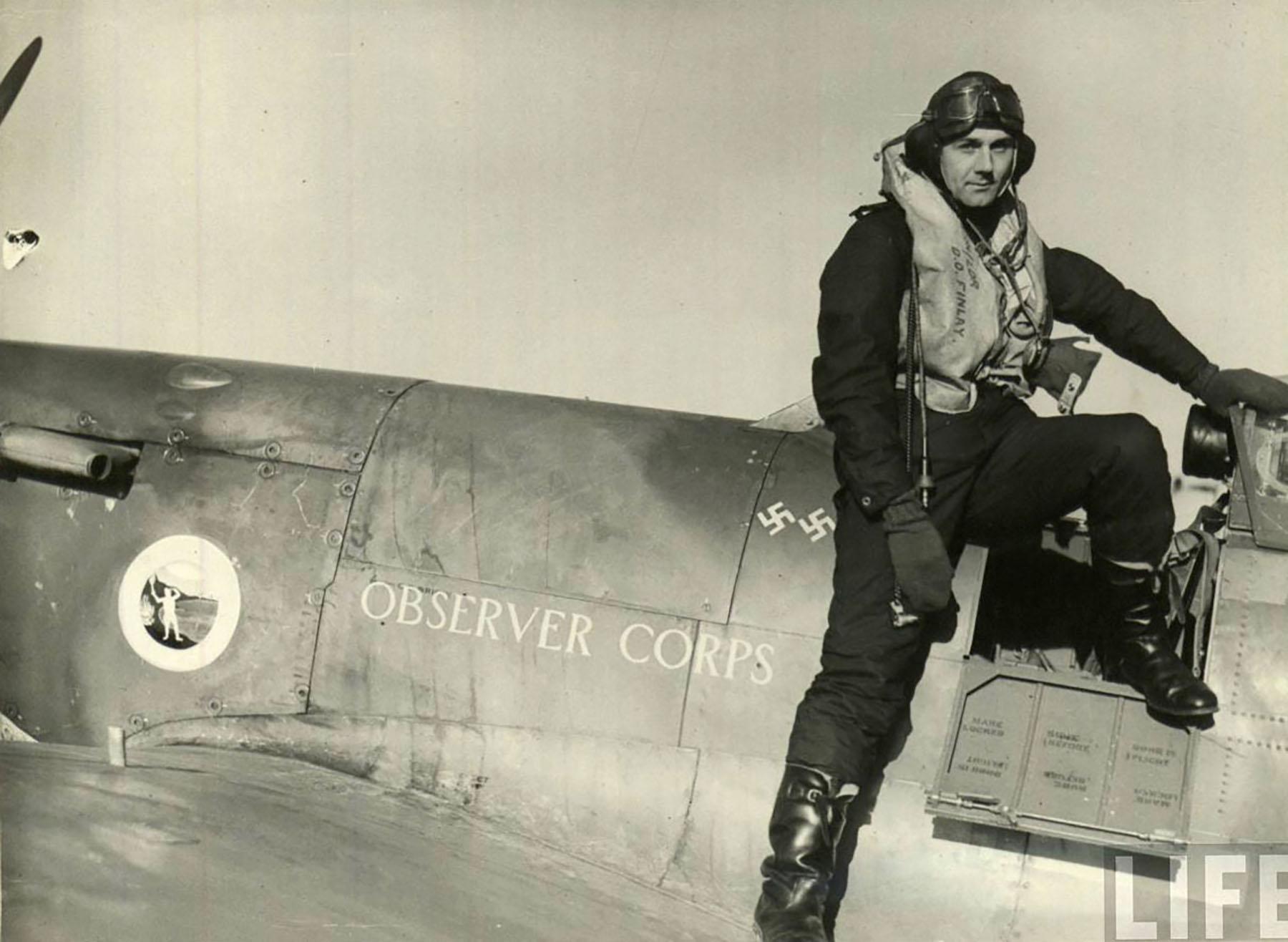 Aircrew RAF Donald O Finlay steping into his Spitfire Mk IIa 01