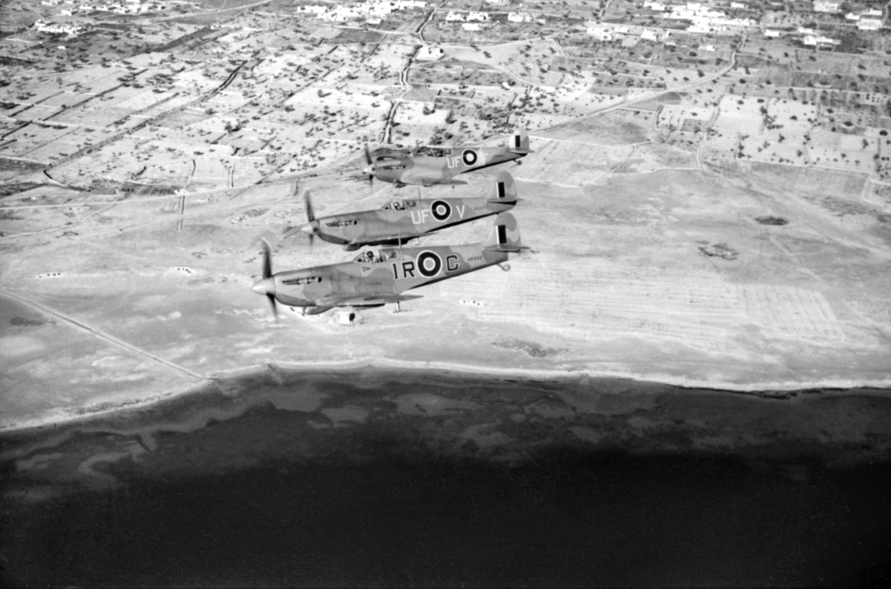 Spitfire LFVb RAF 601Sqn IRG AB502 UFV ER220 UFF EP481 off the Tunisian coast IWM CNA821