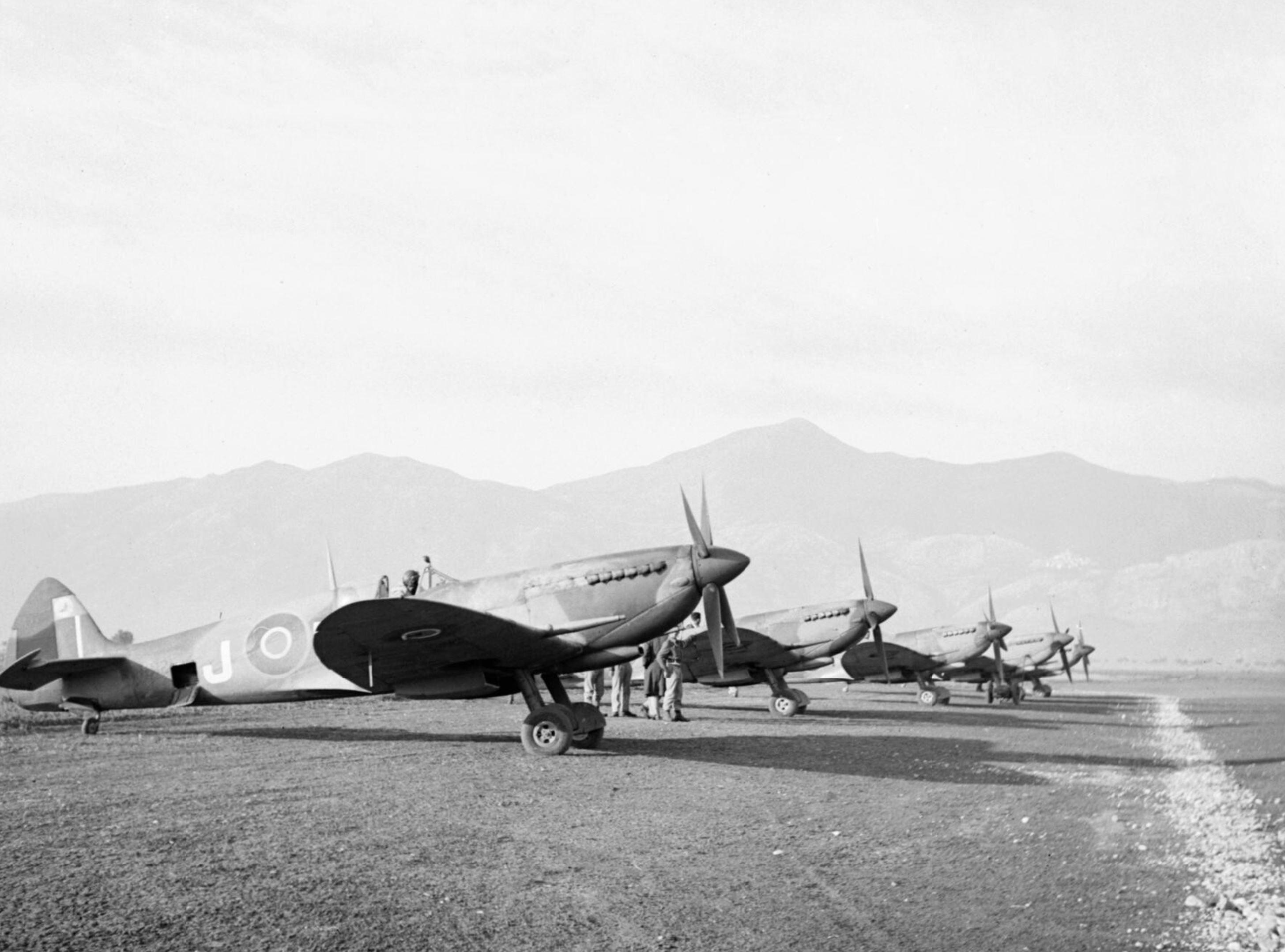 Spitfire MkIX RAF 601Sqn at Venafro Italy IWM CNA2826a