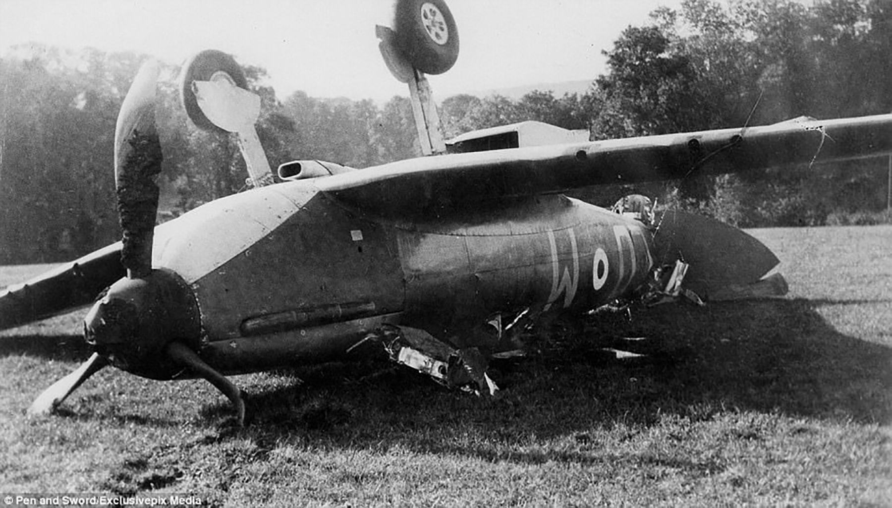 Spitfire MkIa RAF 602Sqn LOM emergency landing at Iford Hill nr Lewes East Sussex Oct 1940 01