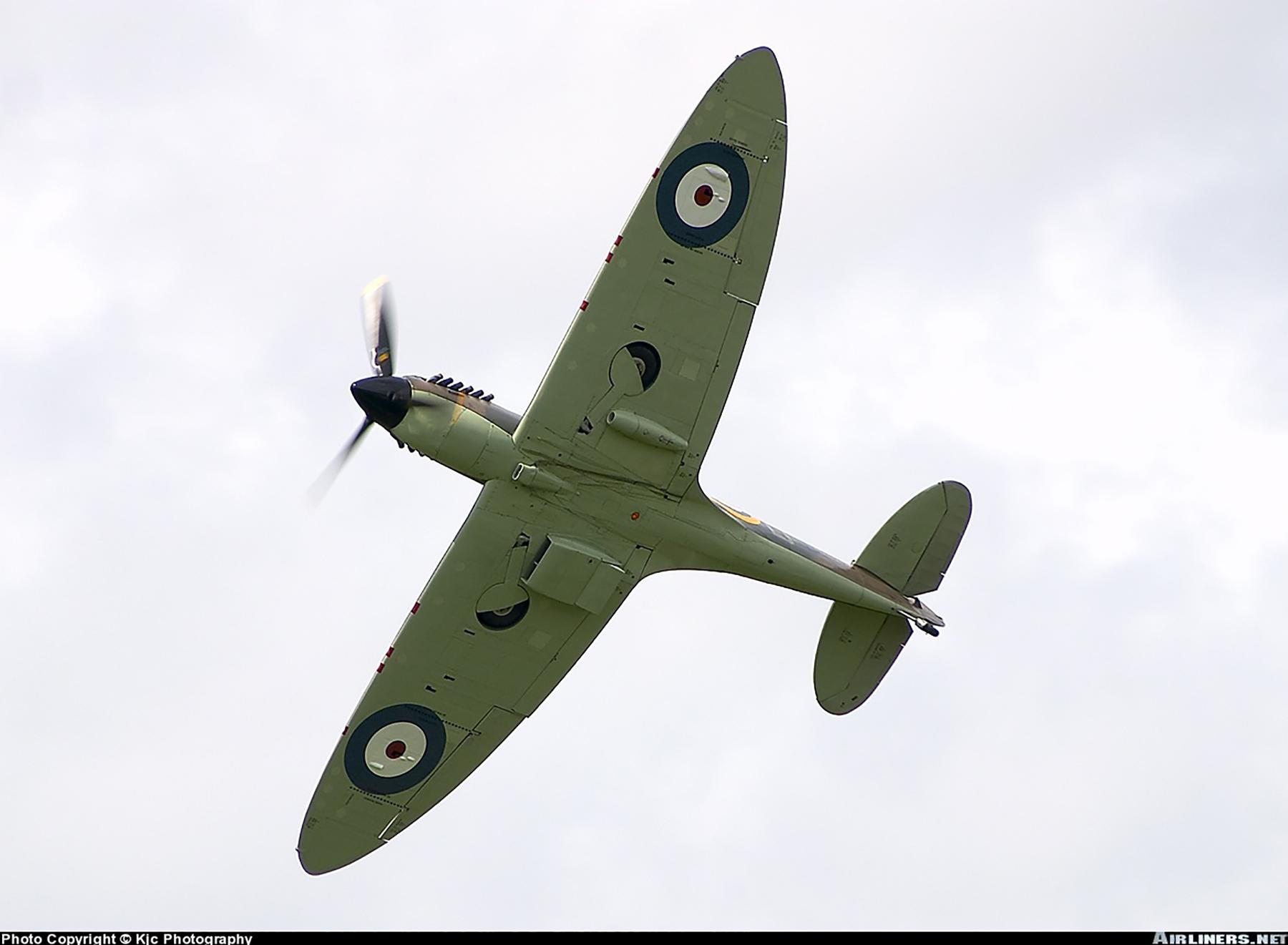 Airworthy Spitfire warbird RAF 603Sqn XTD P7350 03
