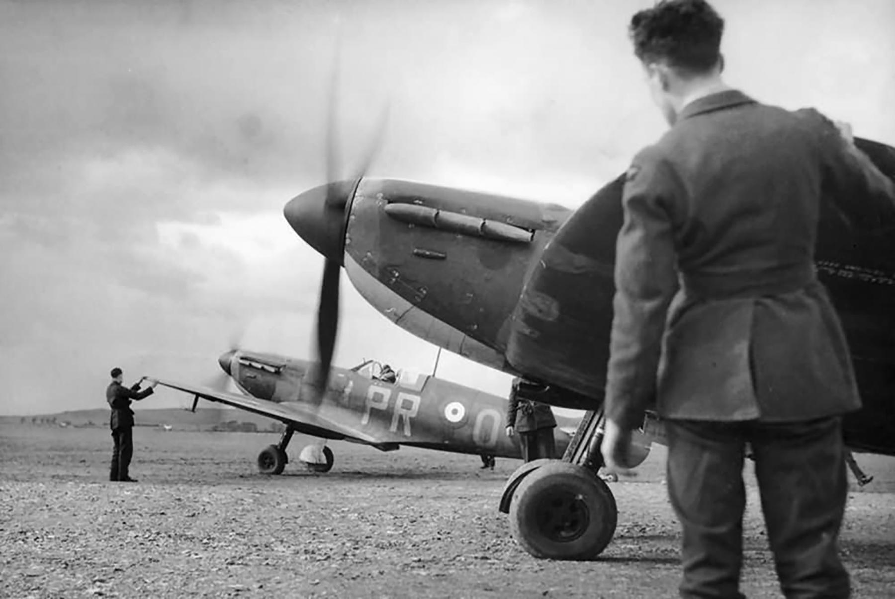 Spitfire MkIa RAF 609Sqn PRO R6915 at Drem 1940 01