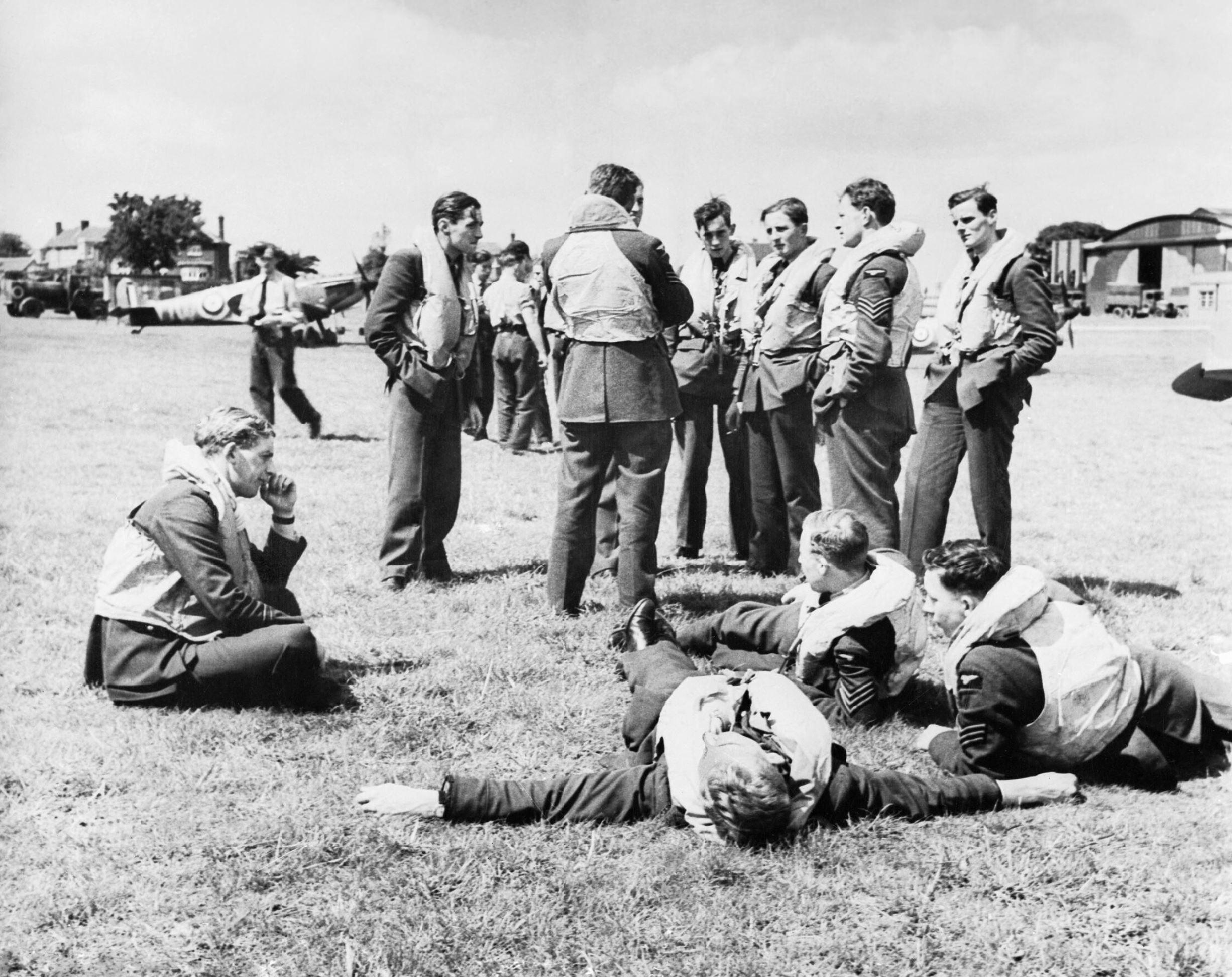 Aircrew RAF 610Sqn wait for the scramble signal 1940 IWM HU1062