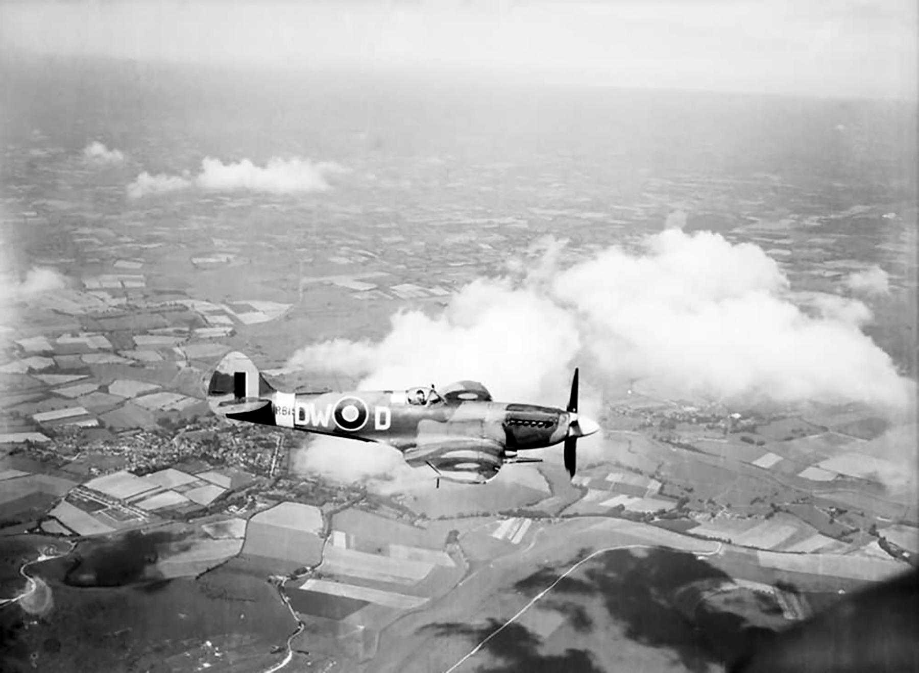 Spitfire FXIV RAF 610Sqn DWD RB159 in flight web 01