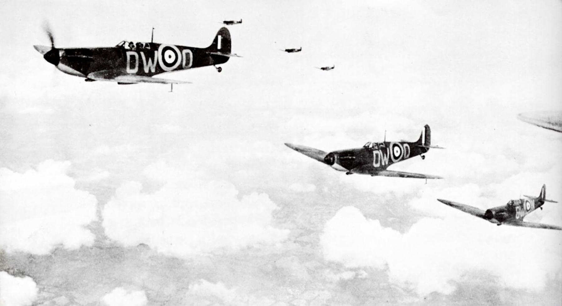 Spitfire MkIa RAF 610Sqn DWK Battle of Britain on Patrol 1940 01