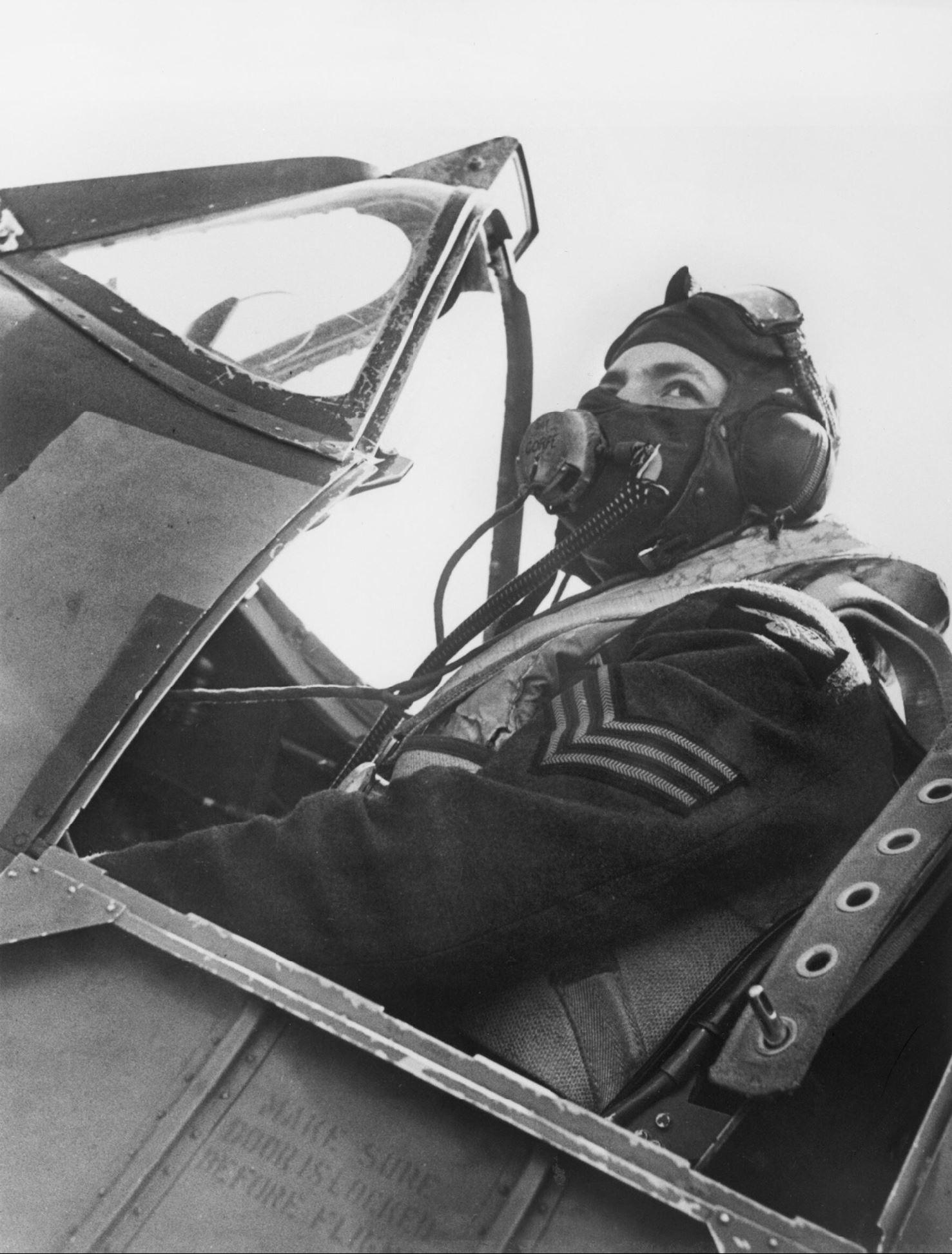 Spitfire RAF 610Sqn pilot at Hawkinge 29 Jul 1940 IWM HU54419