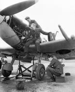 Asisbiz Aircrew ground staff work on a Spitfire MkV RAF 610Sqn Westhampnett 11th Apr 1943 01