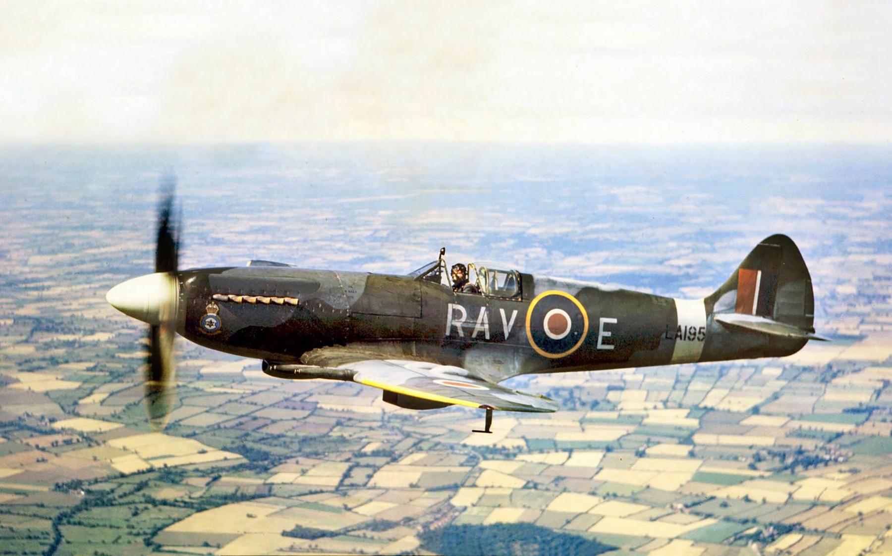 Spitfire F21 RAF 615Sqn LA195 RAVE Biggin Hill 1946 01