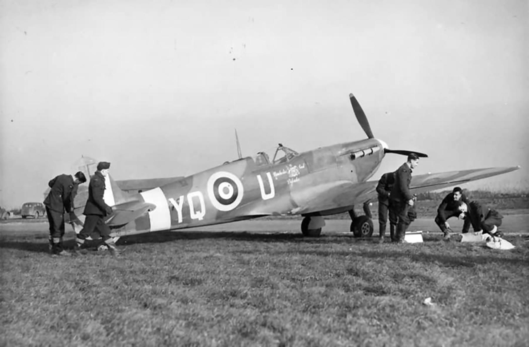 Spitfire Vb RAF 616Sqn AA879 Manchester Civil Defender Kirton in Lindsey Dec 1941 web 01