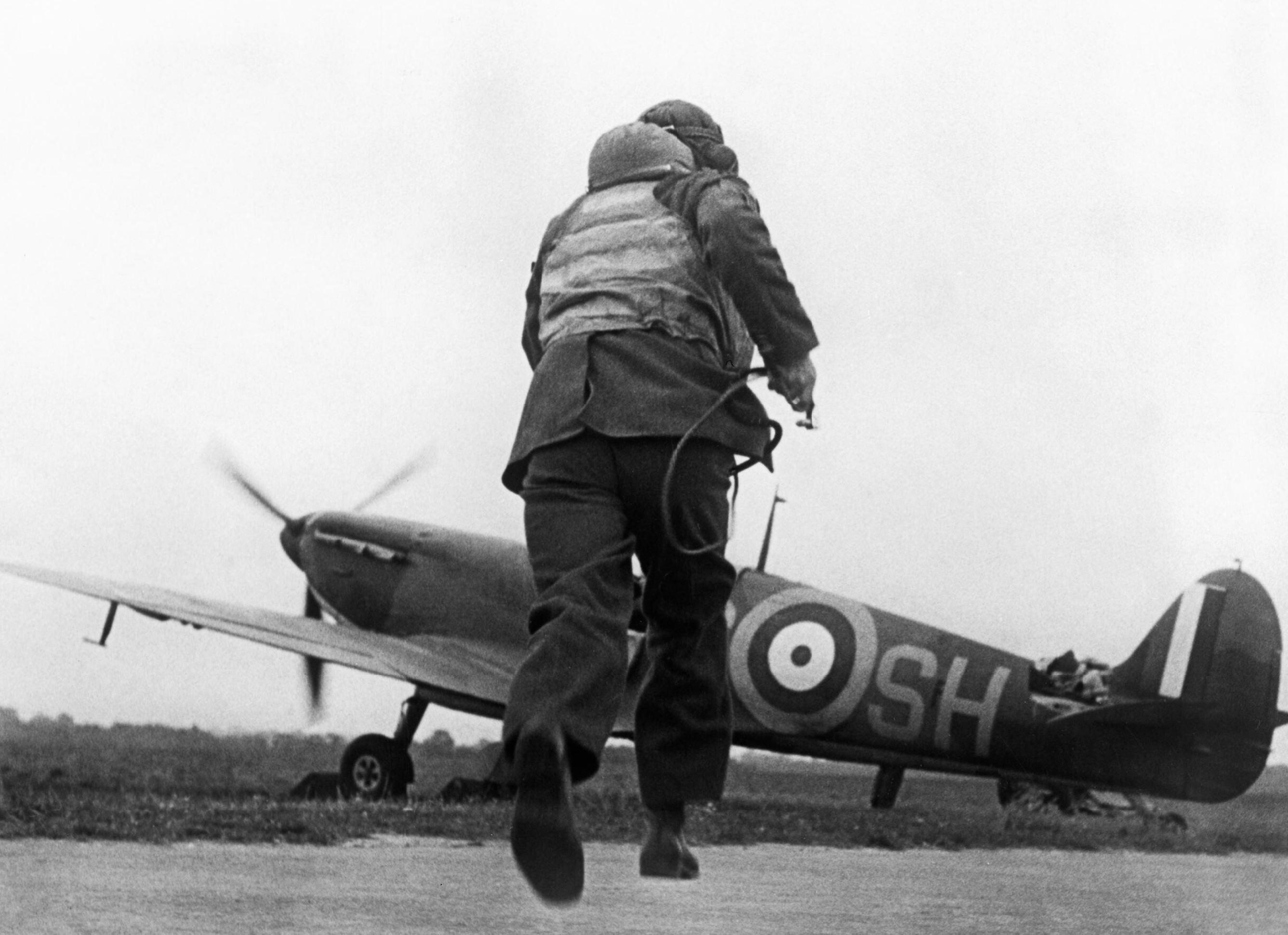 Spitfire MkI RAF 64Sqn SHS scrambled at Kenley 15 Aug 1940 IWM HU54420