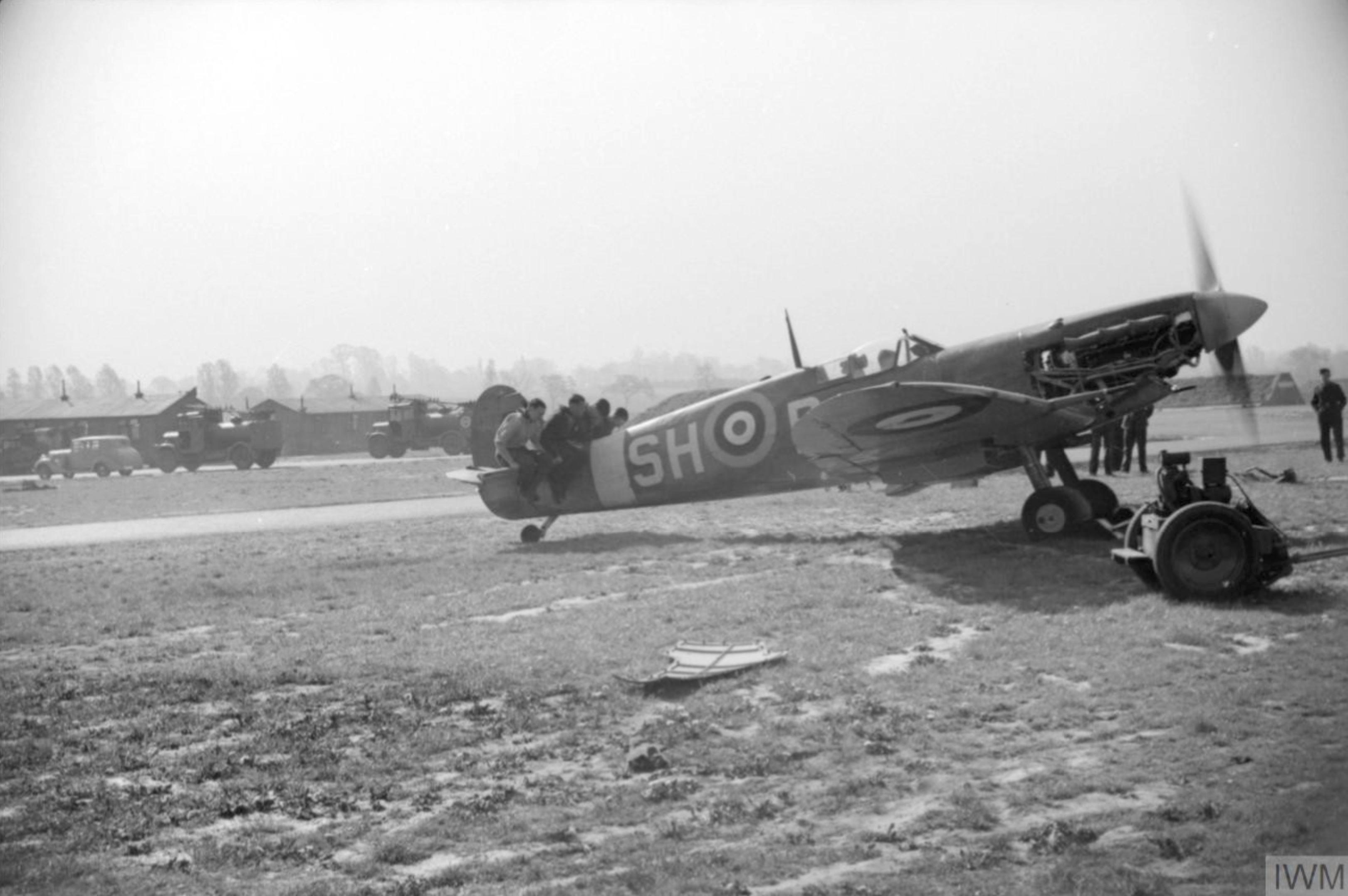 Spitfire MkVb RAF 64Sqn SHB at Hornchurch Essex IWM CH5753