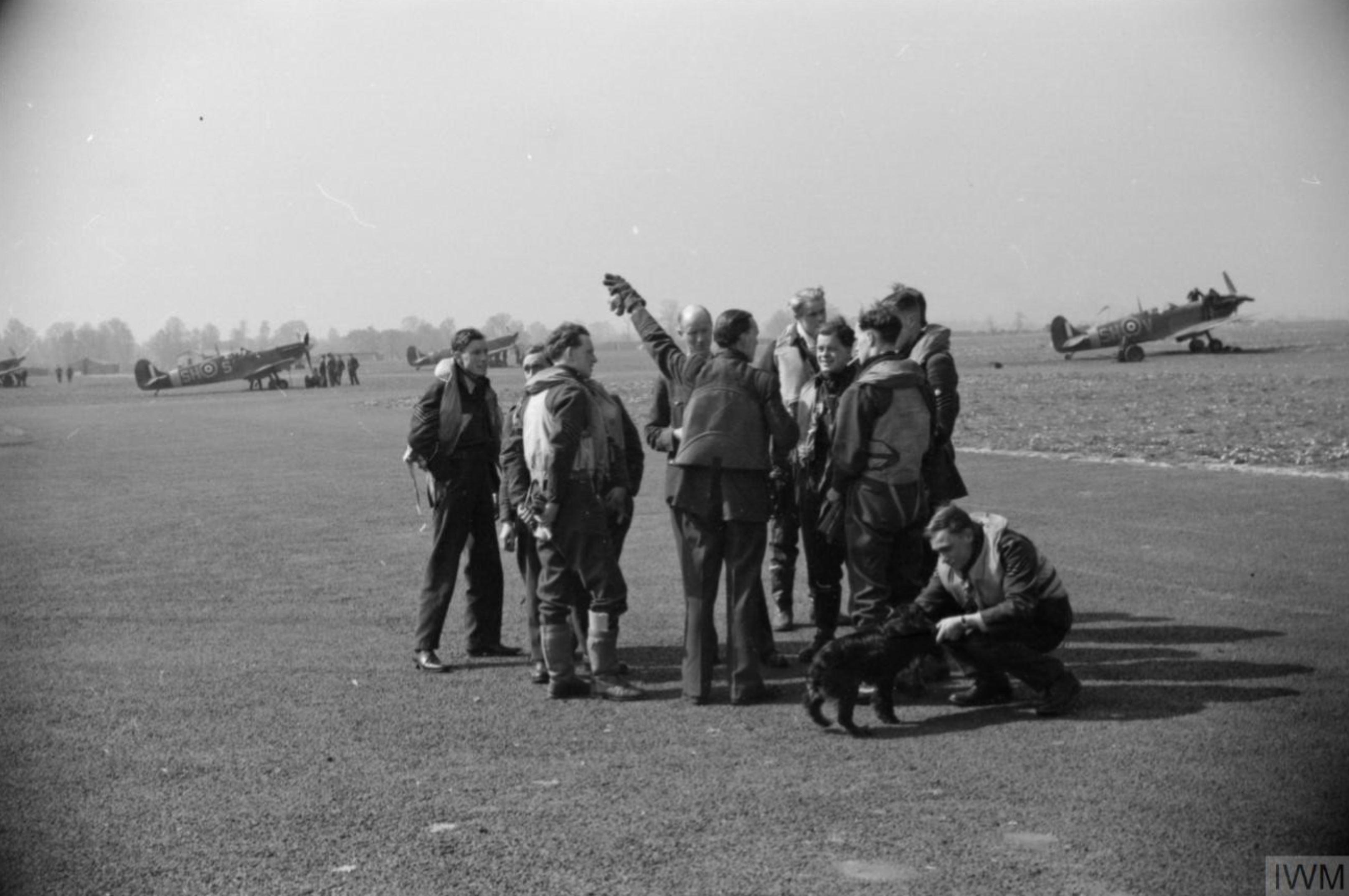 Spitfire MkVb RAF 64Sqn SHS SHV after landing at Hornchurch Essex May 1942 IWM CH5780