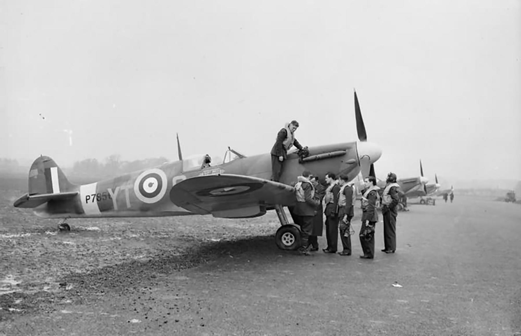 Spitfire MkIIa RAF 65Sqn YTO P7856 at Tangmere England 1941 web 01