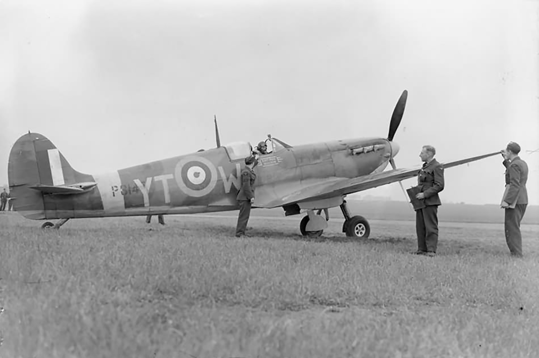 Spitfire MkIIa RAF 65Sqn YTW City of Norwich P8147 at Kirton in Lindsey England 1941 01