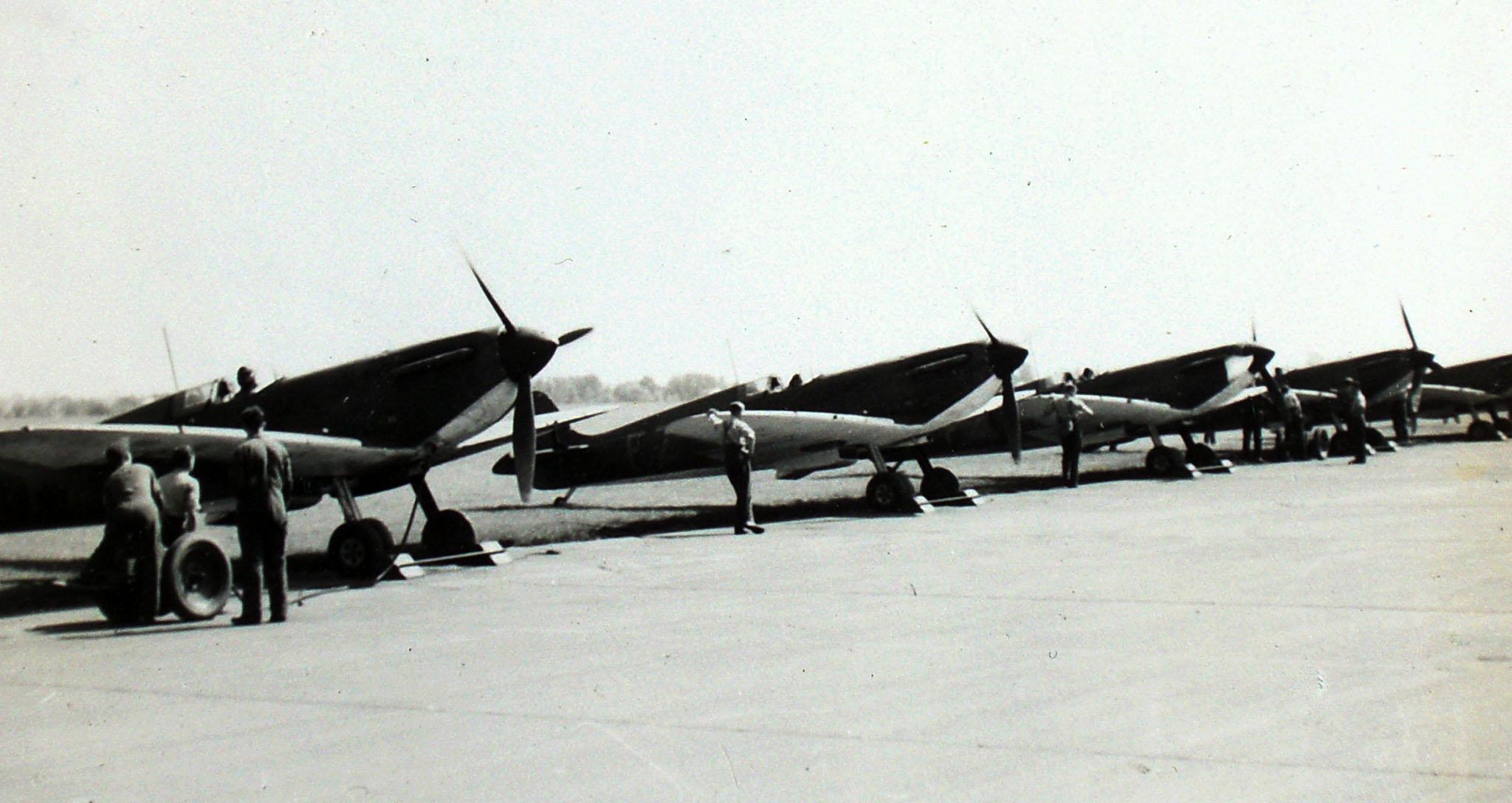 Spitfire MkIa RAF 65Sqn FZ line up RAF Hornchurch photo taken by Patrick Hayes KIA July 7 1940 01