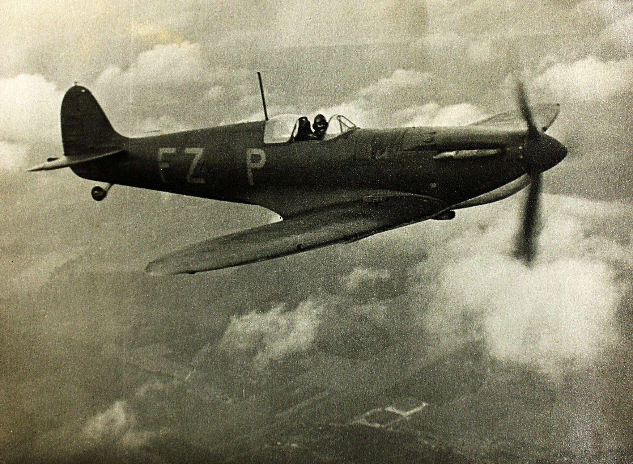 Spitfire MkIa RAF 65Sqn FZP photo taken by Patrick Hayes KIA July 7 1940 01