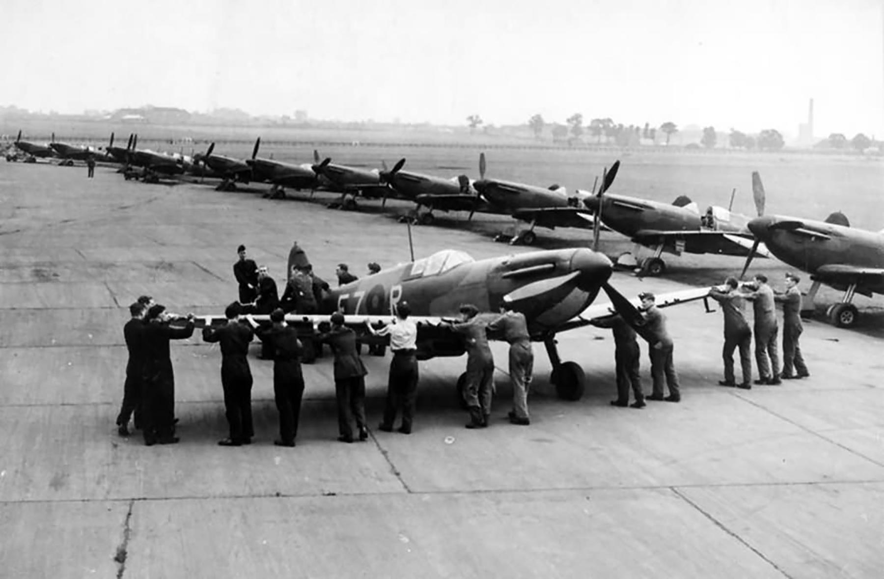 Spitfire MkIa RAF 65Sqn FZR line up RAF Hornchurch summer 1939 web 01