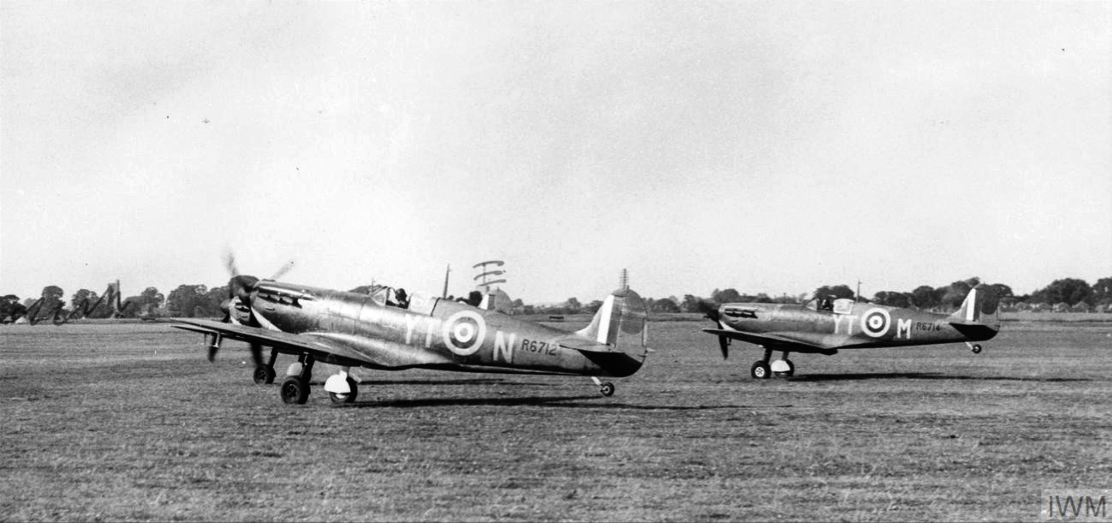 Spitfire MkIa RAF 65Sqn YTN R6712 YTM R6714 Hornchurch Aug 1940 IWM HU54421