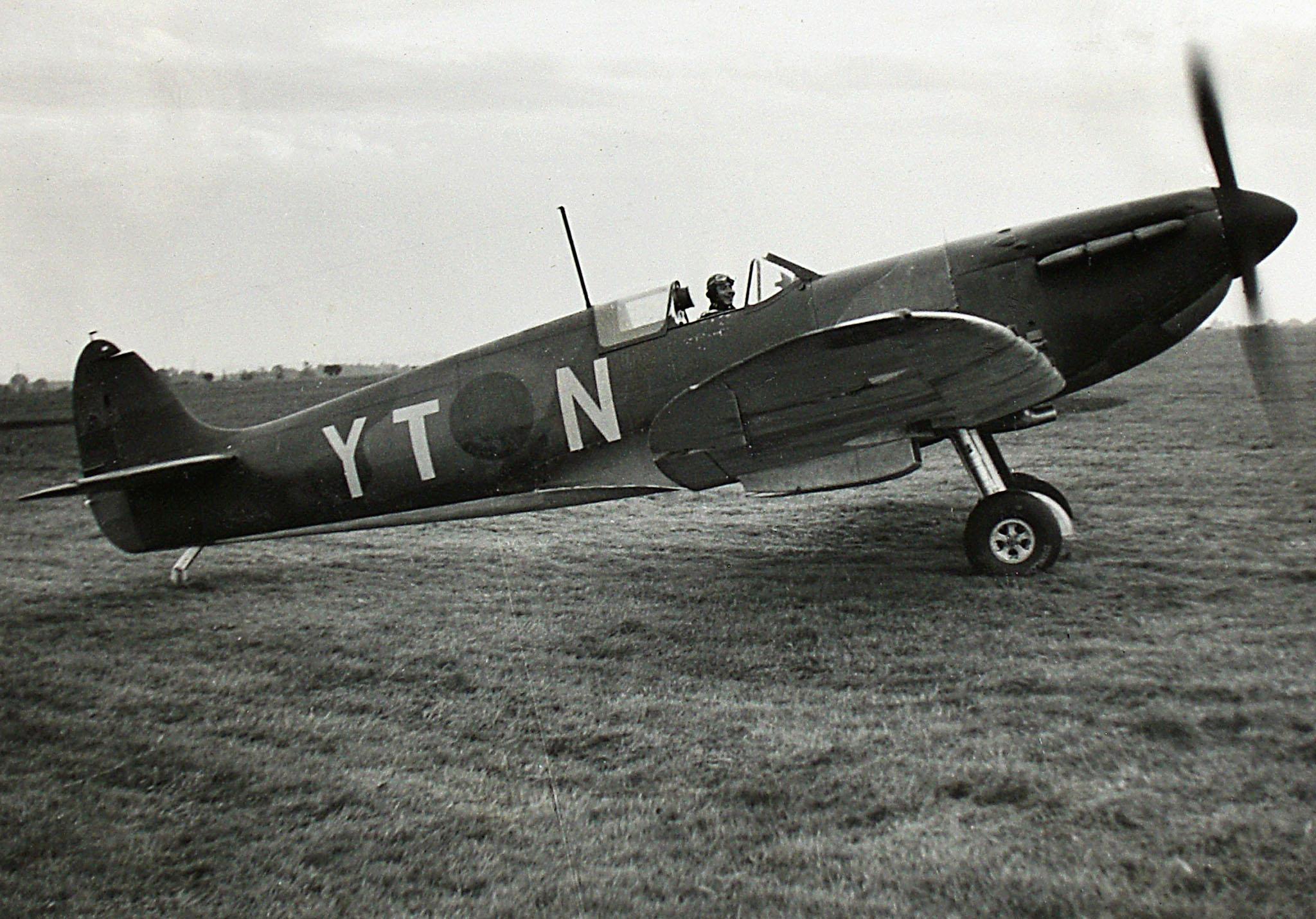 Spitfire MkIa RAF 65Sqn YTN photo taken by Patrick Hayes KIA July 7 1940 01