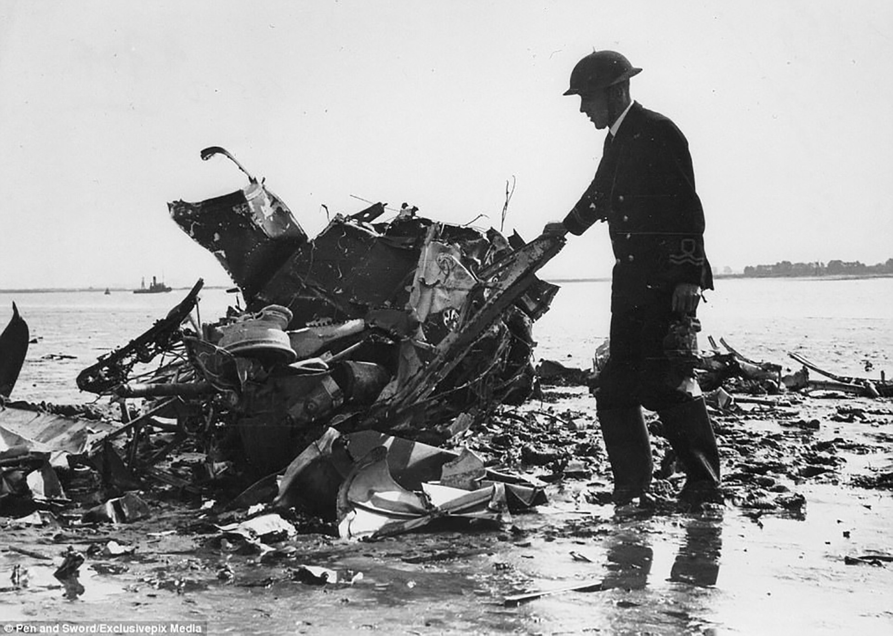 Spitfire MkI RAF 66Sqn PJC King KIA parachute failed to open sd off Hoo Marina Thames Estuary Kent Sep 1940 01