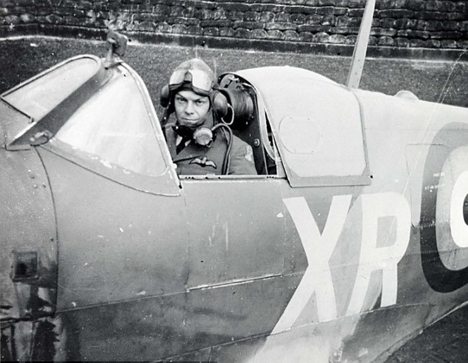 Spitfire MkVb RAF 71Sqn XRD Bill Dunn P7308 North Weald 1941 01
