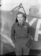 Asisbiz Aircrew RAF 71Sqn USAAF Pilot Officer CW Red McColpin at North Weald Essex IWM CH3923