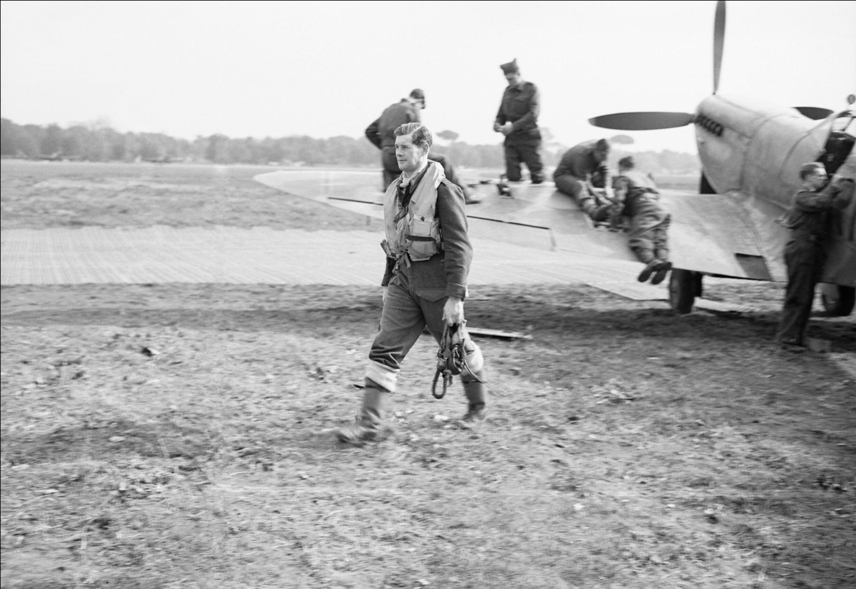Aircrew RAF 72Sqn Flt Lt GJ Cox at Lago landing ground near Castel Volturno IWM CNA2438