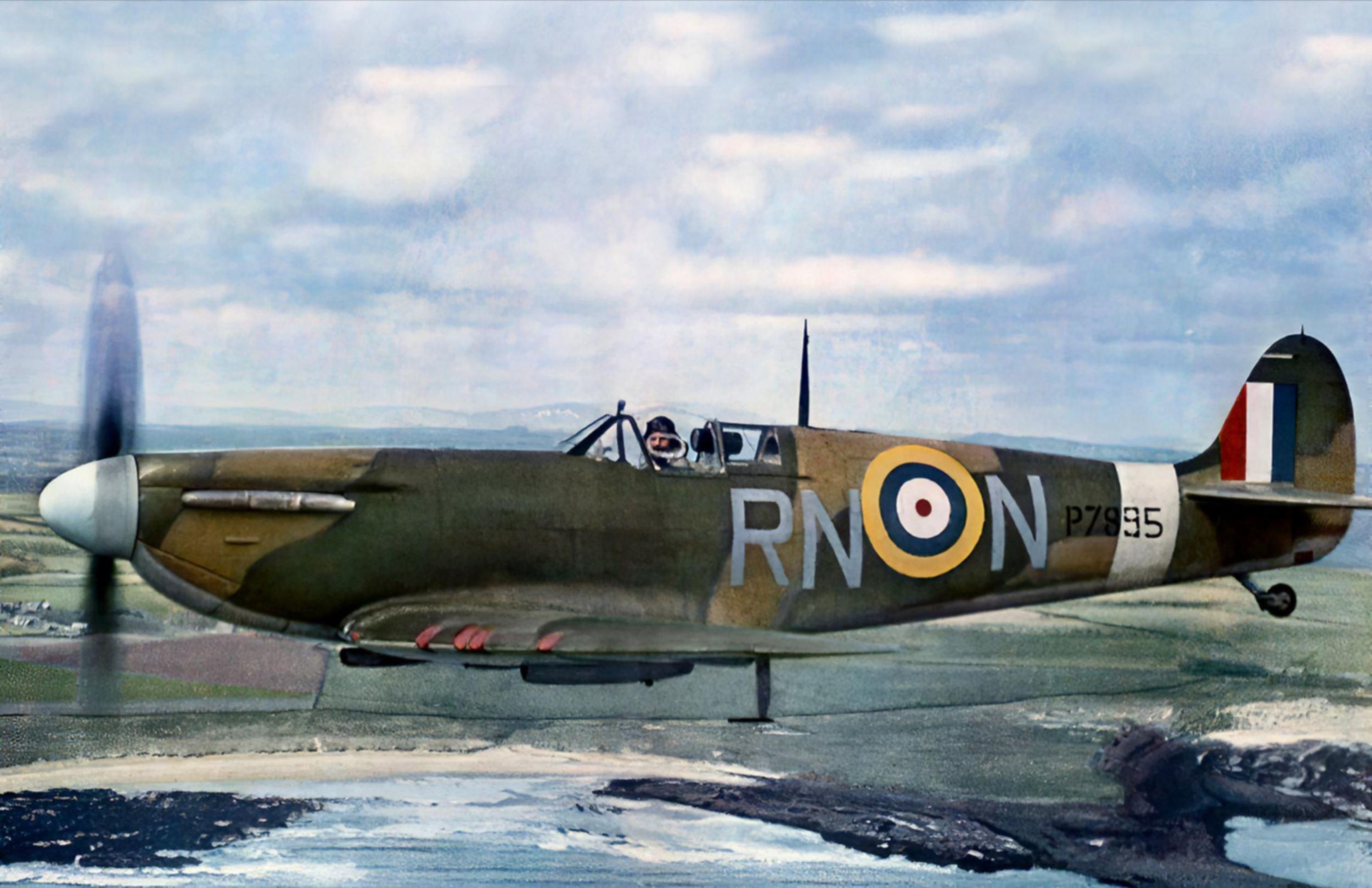 Spitfire MkIIa RAF 72Sqn RNN Flt Lt R Deacon Elliot P7895 based at Acklington Northumberland April 1941 01