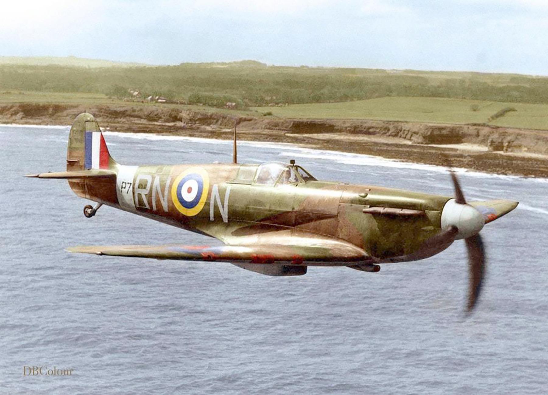 Spitfire MkIIa RAF 72Sqn RNN P7895 April 1941 04