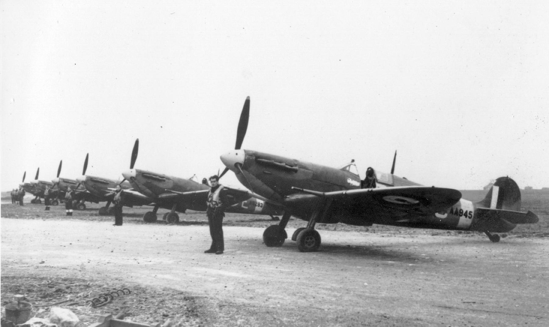 Spitfire MkVb RAF 72Sqn RNC AA945 1942 01
