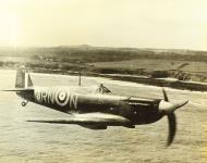 Asisbiz Spitfire MkIIa RAF 72Sqn RNN P7895 April 1941 03