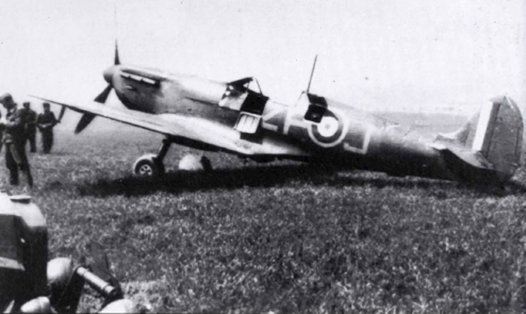 Spitfire MkIa RAF 74Sqn ZPJ abandoned intact Calais Marck Airfield 1940 01