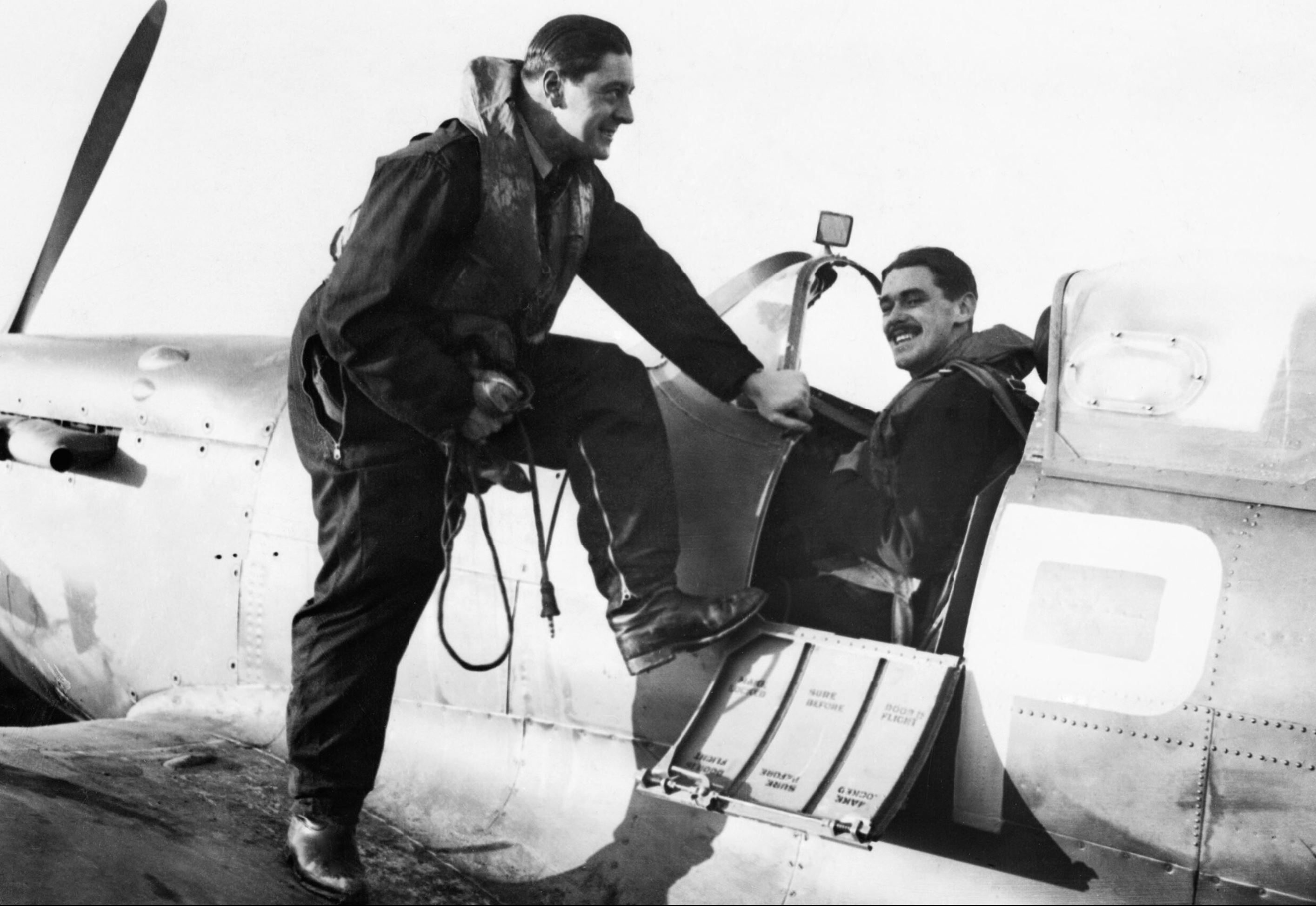 Spitfire RAF 74Sqn HM Stephen n John Mungo Park at Biggin Hill 30 Nov 1940 IWM HU73463