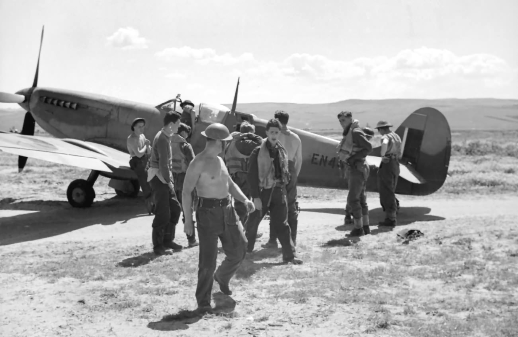 Spitfire MkIX RAF 81Sqn EN445 based in Tunisia 1943 web 01