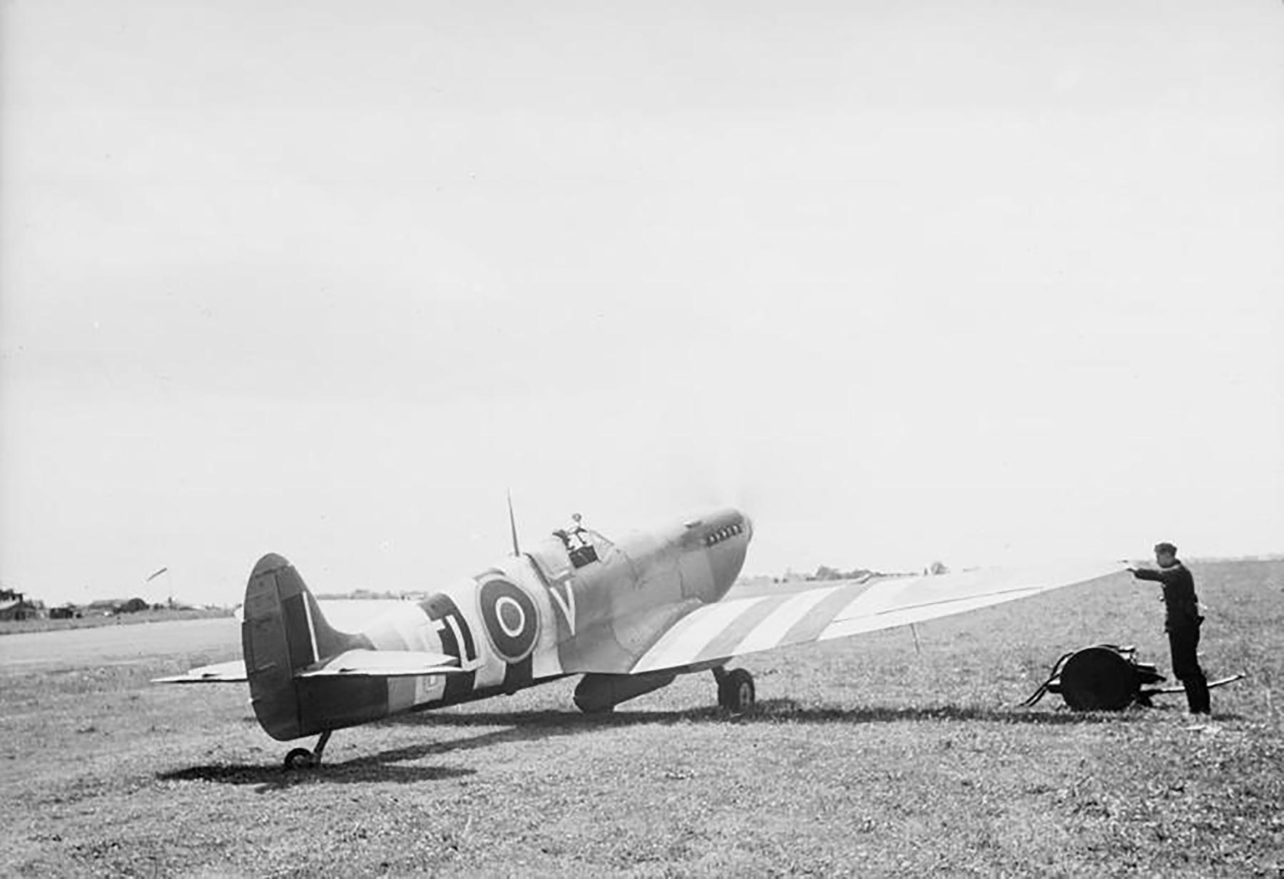 Spitfire MkIXc RAF 81Sqn FLV 1944 02