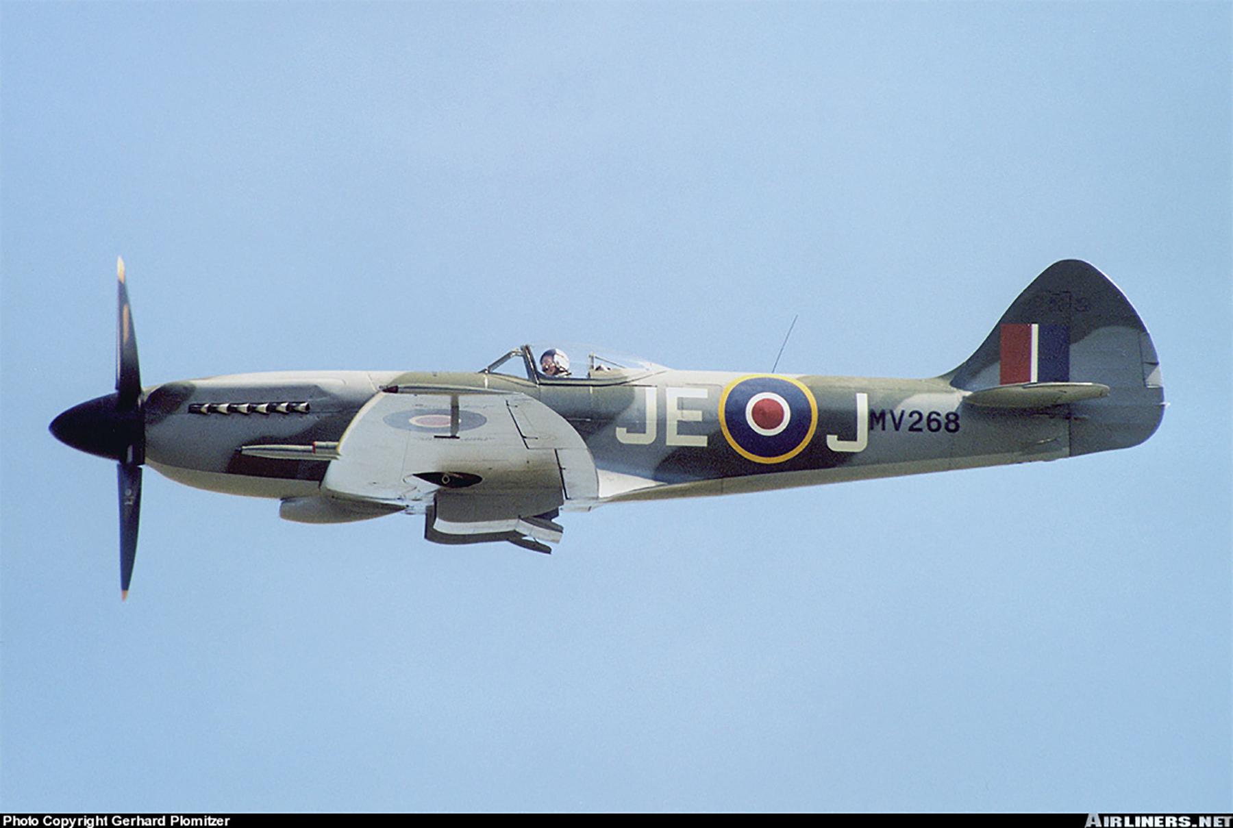 Airworthy Spitfire warbird RAF 91Sqn JEJ MV268 01