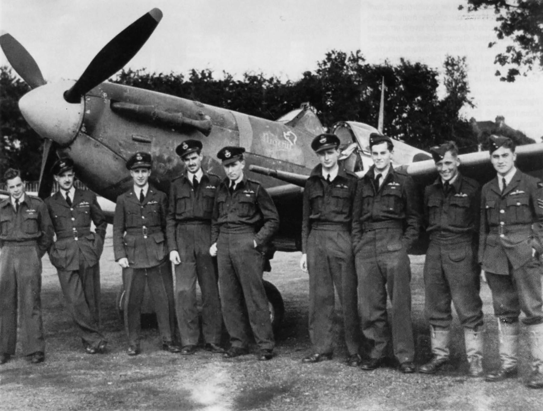 Spitfire MkVb RAF 91Sqn DLJ Jean Demozay EP500 group photo Hawkinge 31st Oct 1942 01
