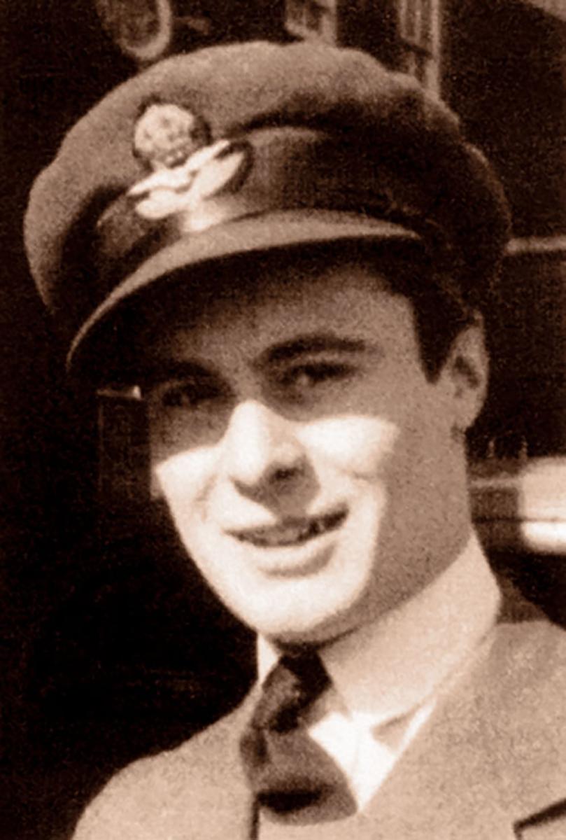 Aircrew RAF 92Sqn Geoffrey Wellum 1940s 01