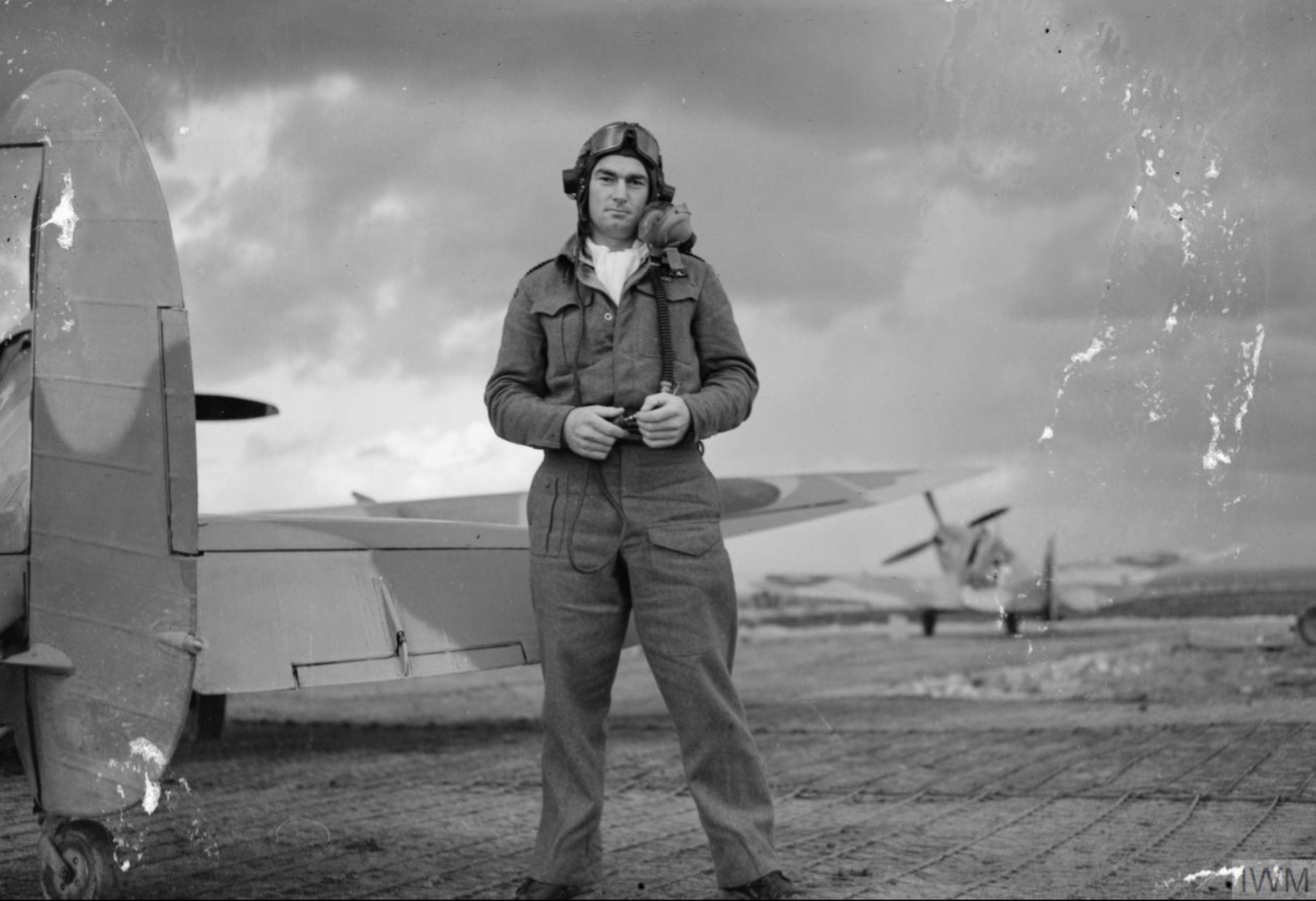 Aircrew RAF 92Sqn RNZAF Sqn Ldr ED Rosie Mackie dispersal area at Canne Italy 1943 IWM CNA2314