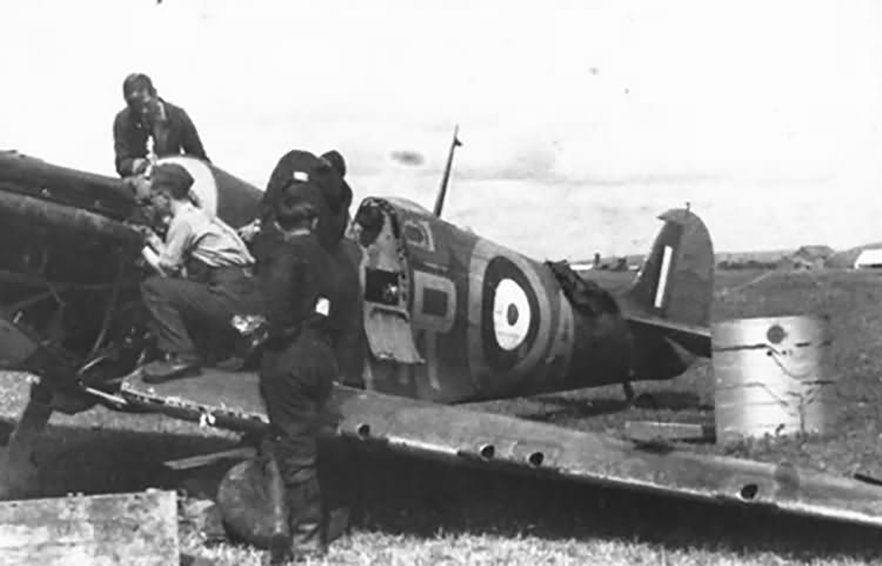 Spitfire MkIa RAF 92Sqn GRA R6597 France Jul 1940 01